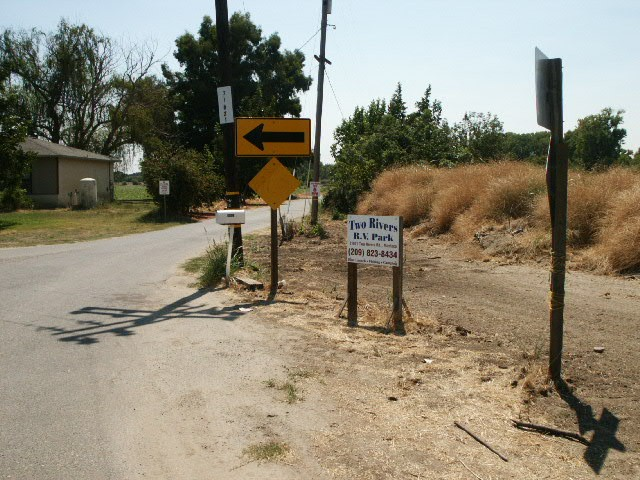 Two Rivers RV Park - Manteca, CA - RV Parks