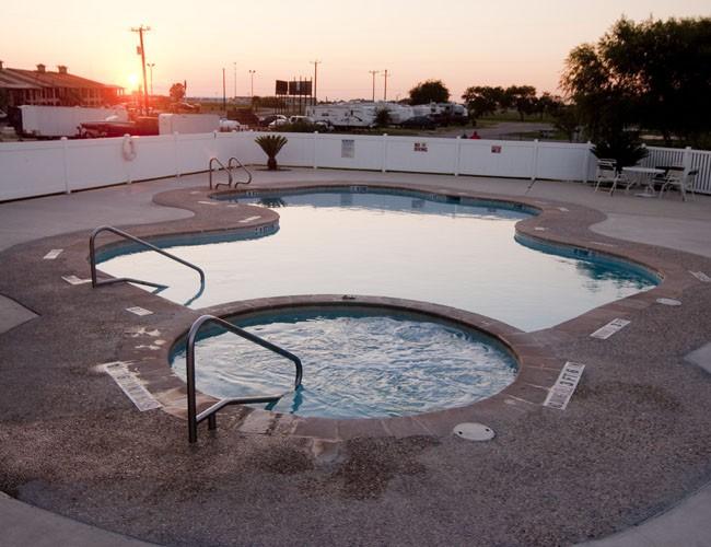 Braunig Lake RV Resort - Elmendorf, TX - RV Parks