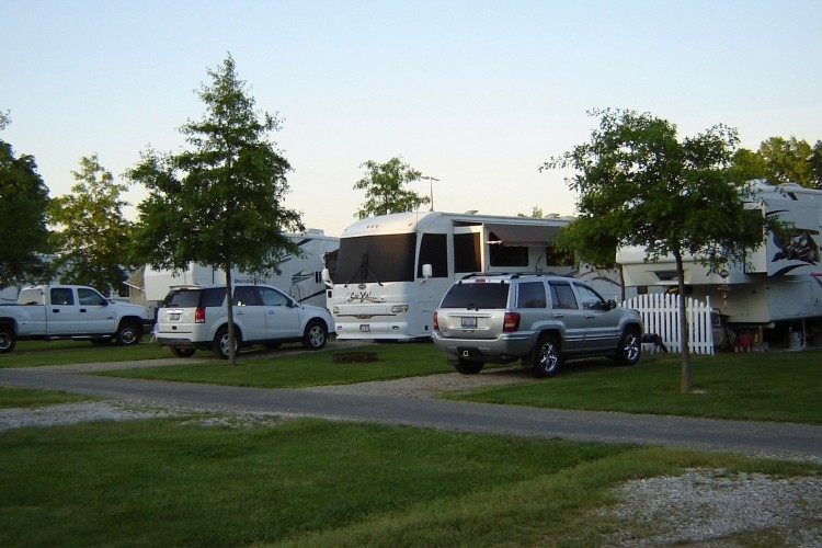 Kentuckiana Campground - Mackinaw, IL - RV Parks