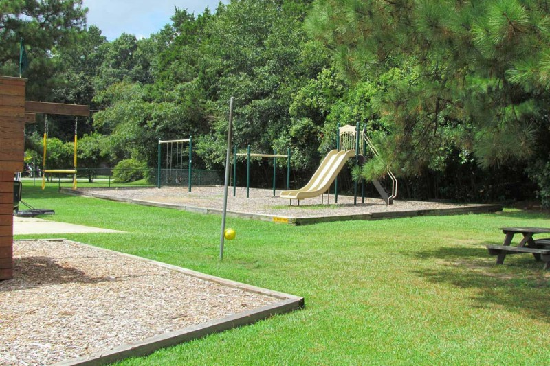 Raleigh Oaks RV Resort & Cottages - Four Oaks, NC - RV Parks