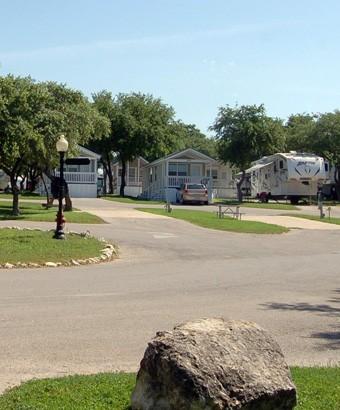 Blazing Star RV Resort - San Antonio, TX - Sun Resorts
