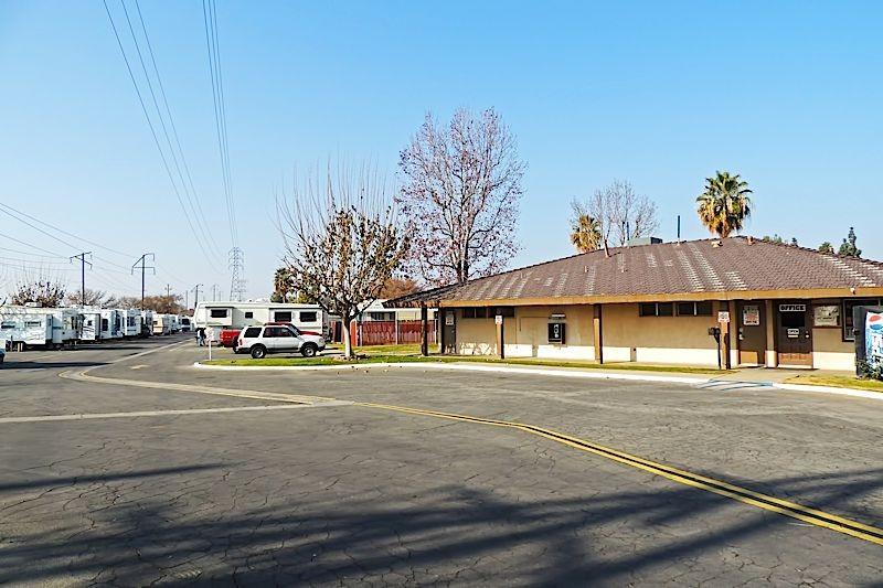 Smoke Tree RV Park - Bakersfield, CA - RV Parks